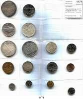 AUSLÄNDISCHE MÜNZEN,Schweden L O T S      L O T S      L O T S Typensammlung von 16 modernen Münzen.  1 Öre bis 200 Kronen.  Darunter 50 Kronen 1975, 1976; 100 Kronen 1988 und 200 Kronen 1980.