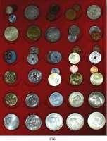 AUSLÄNDISCHE MÜNZEN,Dänemark L O T S      L O T S      L O T S LOT von 44 meist verschiedenen modernen Münzen.  1 Öre bis 20 Kronen.  Darunter 11 Silbermünzen.  2 Kronen 1912, 1937, 1945, 1953, 1958; 5 Kronen 1960, 1964; 10 Kronen 1967, 1968, 1972.