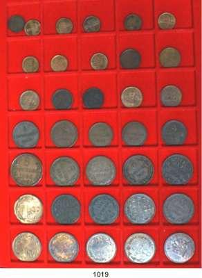 AUSLÄNDISCHE MÜNZEN,Guernsey  1 Double 1830, 89 H(2), 93, 99, 1902, 11 H, 12 H, 33 H; 2 Doubles 1858, 68, 89 H, 1903 H, 17 H, 18 H, 29 H; 4 Doubles 1830, 58, 64, 68, 85; 8 Doubles 1858, 64, 68, 74, 85 H, 1902 H, 10 H, 11 H, 14 H, 18 H, 20 H, 34 H, 45, 47 H und 1956.  LOT 36 Stück.