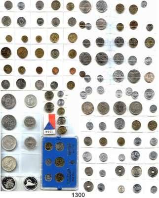 AUSLÄNDISCHE MÜNZEN,L  O  T  S     L  O  T  S     L  O  T  S  LOT von 103 meist modernen Münzen und 2 Münzsätze aus aller Welt.  Darunter 11 Silbermünzen.  Schwerpunkte Ägypten und Polen.
