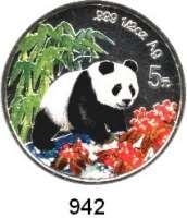 AUSLÄNDISCHE MÜNZEN,China Volksrepublik seit 1949 5 Yuan 1997 (1/2 Silberunze, Farbmünze).  Panda nach rechts im Wald.  Schön 1002.  KM 995.  In Kapsel mit Zertifikat.