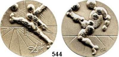 M E D A I L L E N,Medailleur Salvador Dali  LOT von 2 Silbermedaillen(999).  Auf die Fußball WM 1982 in Spanien.  45,7 mm.   40 g.  Jeweils im Plexiglasrahmen.  Im Originaletui mit Begleitheft.