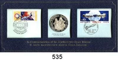 M E D A I L L E N,Luftfahrt - Raumfahrt Raketen / Raumschiffe Silbermedaille 1975 (999).  Apollo - Soyuz Test Projekt.  Im Numisbrief (Briefmarken je 1x U.S.A. und 1x Sowjetunion).  40 mm.  20 Gramm.