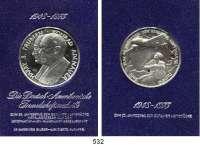 M E D A I L L E N,Luftfahrt - Raumfahrt Flugzeuge Silbermedaille 1973.  Zum 25. Jahrestag der Berliner Luftbrücke.  Im Plexiglasrahmen.  Kaiser 1791.  39 mm.  26,04 g.