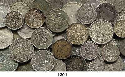 AUSLÄNDISCHE MÜNZEN,L  O  T  S     L  O  T  S     L  O  T  S  LOT von 111 ausländischen Silberkleinmünzen.  Brutto 374 Gramm.