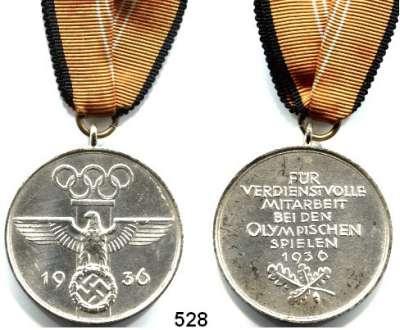 M E D A I L L E N,Olympiade Berlin 1936 Offizielle Olympia-Erinnerungsmedaille von 1936.  Eisen versilbert.  Mit Band.