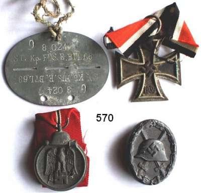 Orden, Ehrenzeichen, Militaria, Zeitgeschichte,Deutschland Drittes Reich Drei Orden und eine Erkennungsmarke.  Eisernes Kreuz II. Klasse 1939