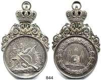M E D A I L L E N,Schützen Spandau Silbermedaille o.J. (Loos).  Auszeichnung bei dem feierlichen Königsschießen erworben - Dem Schützenkönig.  Medaille 42,7 mm.  42,7 x 76,4 mm.  38 g.  Mit aufgesetzter Verzierung und Krone.