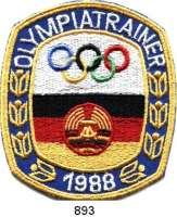 M E D A I L L E N,Olympiade 1 9 8 8 DDR,  Mehrfarbiges Stoffabzeichen.  OLYMPIATRAINER 1988.  100 x 86 mm.