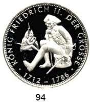 Deutsche Münzen und Medaillen,Preußen, Königreich Friedrich II. der Große 1740 - 1786 Feinsilbermedaille 1993.  Friedrich der Große sitzend mit Gehstock im Huntergrund Soldaten.  40 mm.  20,07 g.