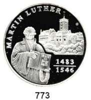 M E D A I L L E N,Personen Luther, Martin Feinsilbermedaille 1994.  Steh. Luther mit Bibel, dahinter die Wartburg in Eisenach.  40 mm.  20,05 g.