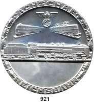M E D A I L L E N,Eisenbahn  Einseitige Zinnmedaille o.J. (um 1939).  Fachschaft Eisenbahn.  Drei Schienenfahrzeuge auf Gleisen aus dem Schnellzugverkehr : vorn in der Mitte die Dampflokomotive 01, oben links der Dieseltriebwagen