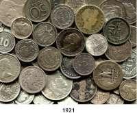 AUSLÄNDISCHE MÜNZEN,L  O  T  S     L  O  T  S     L  O  T  S  LOT von 81 ausländischen Silberkleinmünzen.  Brutto 270 Gramm.