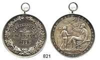M E D A I L L E N,Schützen Eisenach Silbermedaille 1927 (Oertel).  Prämie der Schützengilde.  Schrift im Eichenkranz. / Schütze empfängt Sektkelch von Jüngling.  Randpunze