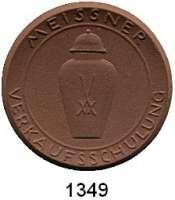 MEDAILLEN AUS PORZELLAN,Staatliche Porzellan-Manufaktur MEISSEN Meissen o.J.(1956) braun.  Verkaufsschulung der Manufaktur.  Gipsform.