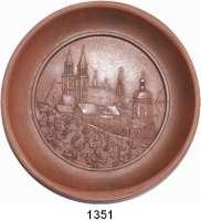 MEDAILLEN AUS PORZELLAN,Staatliche Porzellan-Manufaktur MEISSEN Meissen o.J. (1958) braun, schüsselförmig.  10 Jahre Gravieranstalt Schellbach.