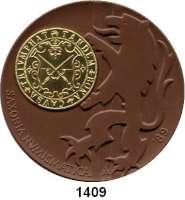 MEDAILLEN AUS PORZELLAN,Staatliche Porzellan-Manufaktur MEISSEN Meissen 1989 braun (64 mm).  BFA Numismatik Dresden.  Mit eingeklebter vergoldeter Kupfermedaille. Als Goldmedaille verliehen.