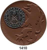 MEDAILLEN AUS PORZELLAN,Staatliche Porzellan-Manufaktur MEISSEN Meissen 1989 braun (64 mm).  BFA Numismatik Dresden.  Mit eingeklebter versilberter Kupfermedaille. Als Silbermedaille verliehen.