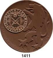 MEDAILLEN AUS PORZELLAN,Staatliche Porzellan-Manufaktur MEISSEN Meissen 1989 braun (64 mm).  BFA Numismatik Dresden.  Mit eingeklebter Kupfermedaille. Als Bronzemedaille verliehen.
