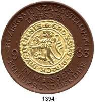 MEDAILLEN AUS PORZELLAN,Staatliche Porzellan-Manufaktur MEISSEN Meissen 1983 braun, Groschen vergoldet (67 mm).  BFA Numismatik Dresden.  Goldmedaille