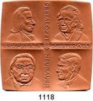 MEDAILLEN AUS PORZELLAN,Staatliche Porzellan-Manufaktur MEISSEN Berlin Braune Plakette 1979 (98 x 98 mm).  Akademie der Pädagogischen Wissenschaften der DDR.