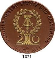 MEDAILLEN AUS PORZELLAN,Staatliche Porzellan-Manufaktur MEISSEN Meissen 1969 braun mit Golddekor (63 mm).  Schöner unsere Städte und Gemeinden.  Für hervorragende Leistungen.
