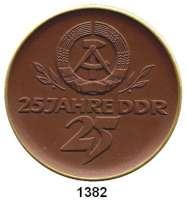 MEDAILLEN AUS PORZELLAN,Staatliche Porzellan-Manufaktur MEISSEN Meissen 1974 braun, Randstab der Vorderseite gold.  25 Jahrfe DDR.