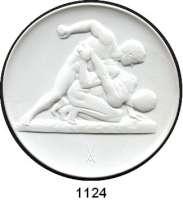 MEDAILLEN AUS PORZELLAN,Staatliche Porzellan-Manufaktur MEISSEN Berlin 1988 weiß (102 mm).  Nationales Olympisches Komitee der DDR.  Zwei griechische Ringer.