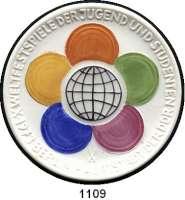 MEDAILLEN AUS PORZELLAN,Staatliche Porzellan-Manufaktur MEISSEN Berlin 1973 weiß (61 mm).  Emblem rot, grün, lila, blau, gelb, Weltkugel schwarz.  Weltfestspiele der Jugend und Studenten.  Probe.