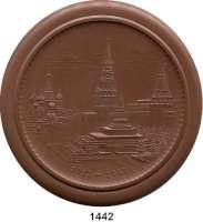 MEDAILLEN AUS PORZELLAN,Staatliche Porzellan-Manufaktur MEISSEN Moskau 1947 braun (105 mm).  30 Jahrfeier der Oktober-Revolution.  Roter Platz in Moskau.