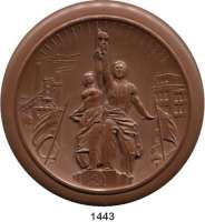 MEDAILLEN AUS PORZELLAN,Staatliche Porzellan-Manufaktur MEISSEN Moskau 1947 braun (105 mm).  30 Jahrfeier der Oktober-Revolution.  Denkmal der Arbeit.