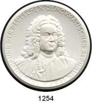 MEDAILLEN AUS PORZELLAN,Staatliche Porzellan-Manufaktur MEISSEN Halle 1959 weiß.  Händel - Festwoche.  Händel-Ehrung der DDR