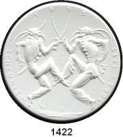 MEDAILLEN AUS PORZELLAN,Staatliche Porzellan-Manufaktur MEISSEN Meissen 1995 weiß (51 mm).  50. Todestag von Paul Scheurich.  Zwei Schwerttänzer.