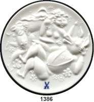MEDAILLEN AUS PORZELLAN,Staatliche Porzellan-Manufaktur MEISSEN Meissen 1976 weiß (80 mm, Vs. glasiert).  VEB Staatliche Porzellan-Manufaktur.  Motiv aus