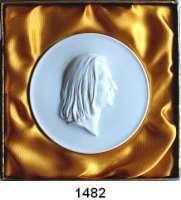 MEDAILLEN AUS PORZELLAN,Staatliche Porzellan-Manufaktur MEISSEN Weimar 1984/87 weiß (101 mm, Manufakturzeichen blau).  Nationale Forschungs- und Gedenkstätten.  Franz Liszt.  Im Originaletui mit Golddruck (1989).