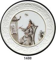 MEDAILLEN AUS PORZELLAN,Staatliche Porzellan-Manufaktur MEISSEN Ohne Ortsangabe Weiße Medaille o.J.  Auf Johann Gregorius Höroldt.  Chinoiserie malerei.  76 mm.