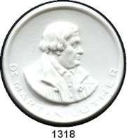 MEDAILLEN AUS PORZELLAN,Staatliche Porzellan-Manufaktur MEISSEN Meissen o.J.(1930) weiß.  Luther - Erinnerung.  Gipsform.  Blaue Kurschwerter mit Punkt.