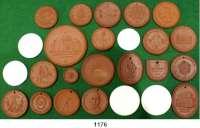 MEDAILLEN AUS PORZELLAN,Staatliche Porzellan-Manufaktur MEISSEN Dresden Sammlung von 25 verschiedenen Medaillen bis 1961 (20x braun und 5x weiß).  Scheuch 1264.a, 1268.a, 1293.a, 1303.a, 1315.a,n, 1320.a, 1321.n, 1323.a, 1340.a, 1344.a, 1348.n, 1350.a, 1354.a, 1356.a, 1410.a, 1411.a, 1413.a, 1417.a, 1428.a, 1434.a, 1436.aII, 1451.n, 1452.n und 1465.a.